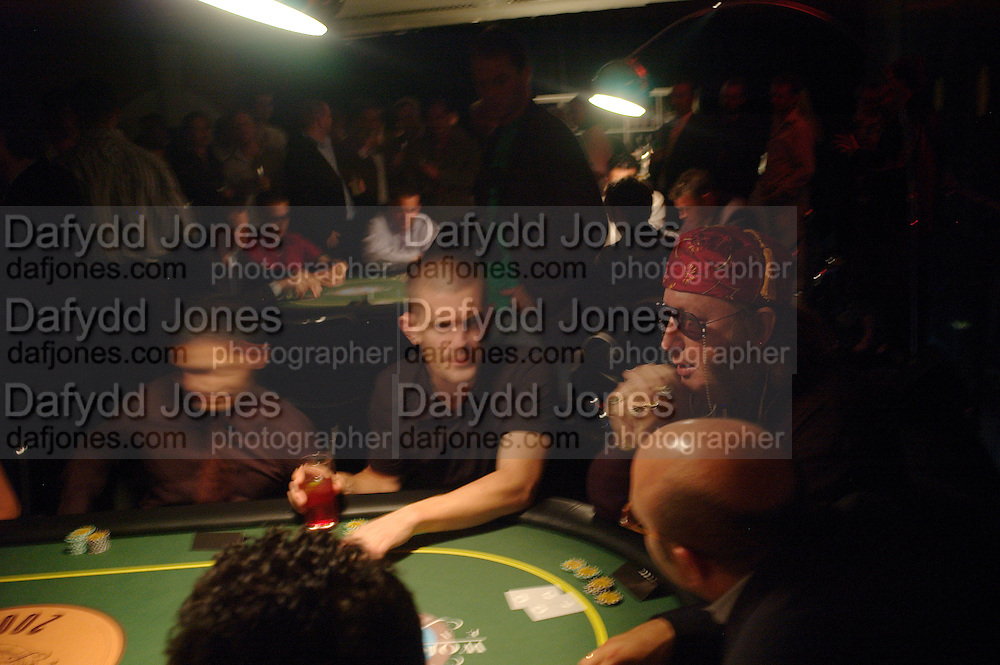 Gus Hanson and John McCririck. Opening Night Party of the first  cards tournament hosted by online poker website World Poker Exchang. Old Billingsgate Market, London. 3 August 2005. ONE TIME USE ONLY - DO NOT ARCHIVE  © Copyright Photograph by Dafydd Jones 66 Stockwell Park Rd. London SW9 0DA Tel 020 7733 0108 www.dafjones.com