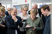 14 NOV 2018, POTSDAM/GERMANY:<br /> Olaf Scholz (L), SPD, Bundesfinanzminister, Anja Karliczek (M), MdB, CDU, Bundesministerin fuer Bildung und Forschung, Angela Merkel (R), CDU, Bundeskanzlerin, mit einem iPad, waehrend einer Praesentation des HPI im Rahmen der Klausurtagung des Bundeskabinetts, Hasso Plattner Institut (HPI), Potsdam-Babelsberg<br /> IMAGE: 20181114-01-093<br /> KEYWORDS; Kabinett, Klausur, Tagung, freundlich, fröhlich, froehlich