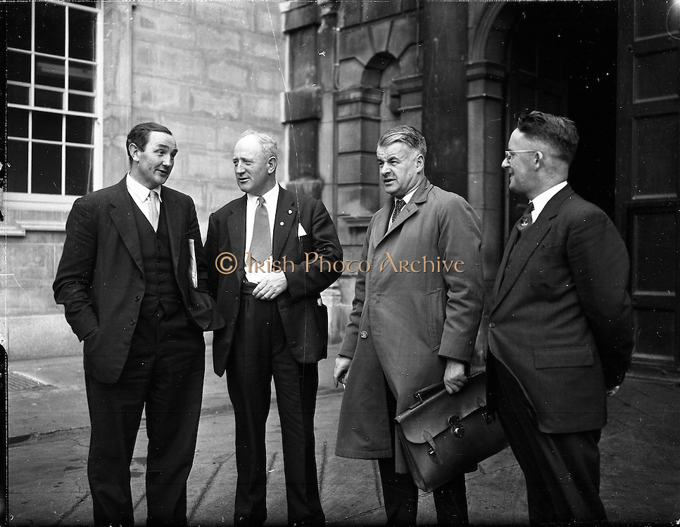 1959 - 21/10 New Dail Deputies arrive at Leinster House.