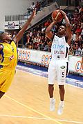DESCRIZIONE : Roseto Precampionato Lega A1 2006 2007 Trofeo Lido delle Rose Climamio Fortitudo Bologna Maccabi Tel Aviv<br />GIOCATORE : Edney<br />SQUADRA : Climamio Fortitudo Bologna<br />EVENTO : Precampionato Lega A1 2006 2007 Trofeo Lido delle Rose Climamio Fortitudo Bologna Maccabi Tel Aviv<br />GARA : Climamio Fortitudo Bologna Maccabi Tel Aviv<br />DATA : 29/09/2006<br />CATEGORIA : Tiro<br />SPORT : Pallacanestro<br />AUTORE : Agenzia Ciamillo-Castoria/G.Ciamillo<br />Galleria : Lega Basket A1 2006-2007<br />Fotonotizia : Roseto Precampionato Lega A1 2006 2007 Trofeo Lido delle Rose Climamio Fortitudo Bologna Maccabi Tel Aviv<br />Predefinita :