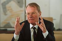13 JAN 2000, BERLIN/GERMANY:<br /> Hans-Olaf Henkel, Präsident des Bundesverbandes der Deutschen Industrie, BDI, während einem Interview in seinem Büro<br /> Hans-Olaf Henkel, President of the Federalassociation of the German Industrie, during an interview, in his office<br /> IMAGE: 20000113-01/02-05