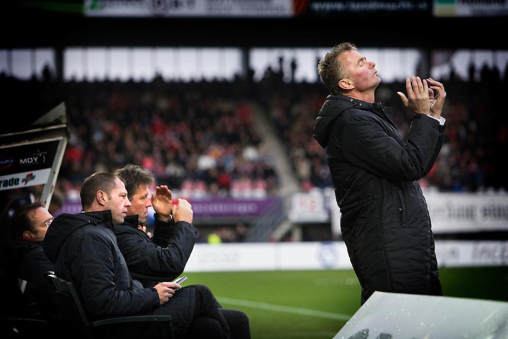 Nederland. Leiden, 25 november 2007.<br /> Sparta - FC Twente : 1-1.<br /> Adri van Tiggelen is voor de vierde maal interim trainer van Sparta. Bij de stand 1-1 mist Sparta een grote kans. V.l.n.r :Fred Grim, Geert Meijer en van Tiggelen.<br /> Foto Martijn Beekman <br /> NIET VOOR TROUW, AD, TELEGRAAF, NRC EN HET PAROOL