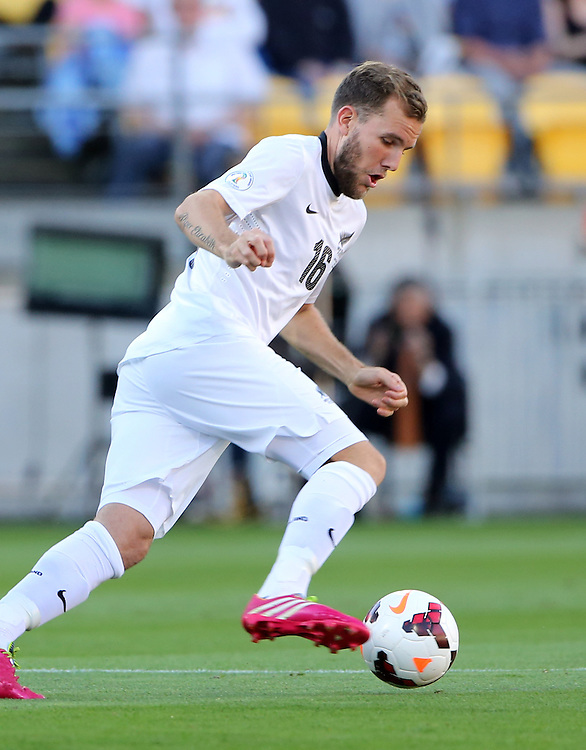 New Zealand's Jeremy Brockie against Mexico in the World Cup Football qualifier, Westpac Stadium, Wellington, New Zealand, Wednesday, November 20, 2013. Cedit:SNPA / John Cowpland