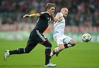 FUSSBALL   CHAMPIONS LEAGUE   SAISON 2012/2013   GRUPPENPHASE   FC Bayern Muenchen - LOSC Lille                          07.11.2012 Bastian Schweinsteiger (li, FC Bayern Muenchen) gegen Florent Balmont (LOSC Lille)