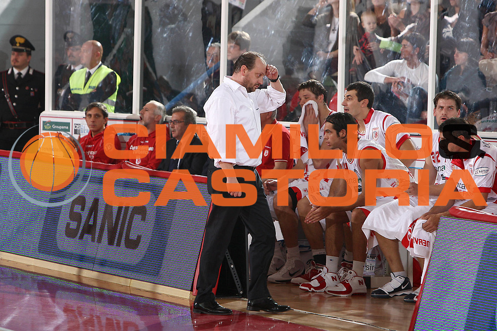 DESCRIZIONE : Teramo Lega A 2009-10 Basket Bancatercas Teramo Pepsi Caserta<br /> GIOCATORE : Andrea Capobianco<br /> SQUADRA : Bancatercas Teramo <br /> EVENTO : Campionato Lega A 2009-2010 <br /> GARA : Bancatercas Teramo Pepsi Caserta<br /> DATA : 15/11/2009<br /> CATEGORIA : delusione<br /> SPORT : Pallacanestro <br /> AUTORE : Agenzia Ciamillo-Castoria/C.De Massis<br /> Galleria : Lega Basket A 2009-2010 <br /> Fotonotizia : Teramo Lega A 2009-10 Basket Bancatercas Teramo Pepsi Caserta<br /> Predefinita :