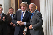Koning Willem-Alexander is aanwezig bij de opening van de tentoonstelling Dynastie, portretten van Oranje-Nassau in het Koninklijk Paleis Amsterdam.<br /> <br /> King Willem-Alexander was present at the opening of the exhibition Dynasty, portraits of Orange-Nassau at the Royal Palace in Amsterdam.
