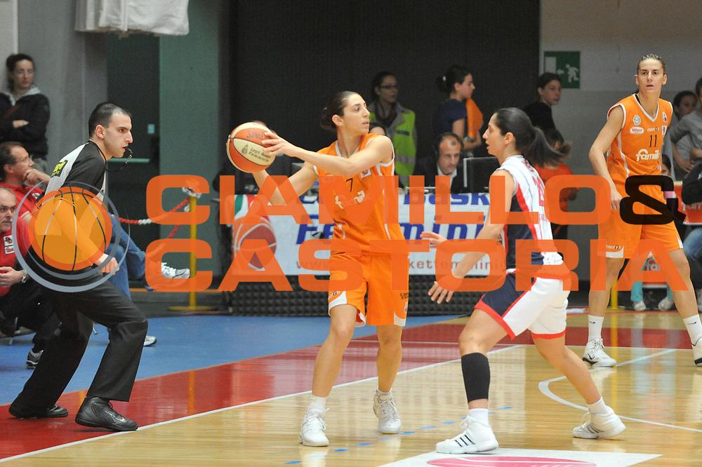DESCRIZIONE : Schio LBF Playoff Finale Gara 3 Famila Wuber Schio Cras Basket Taranto<br /> GIOCATORE : Liron Cohen<br /> SQUADRA : Famila Wuber Schio Cras Basket Taranto<br /> EVENTO : Campionato Lega Basket Femminile A1 2010-2011<br /> GARA : Famila Wuber Schio Cras Basket Taranto<br /> DATA : 05/05/2011 <br /> CATEGORIA : Passaggio<br /> SPORT : Pallacanestro <br /> AUTORE : Agenzia Ciamillo-Castoria/M.Gregolin<br /> Galleria : Lega Basket Femminile 2010-2011<br /> Fotonotizia : Schio LBF Playoff Finale Gara 3 Famila Wuber Schio Cras Basket Taranto<br /> Predefinita :