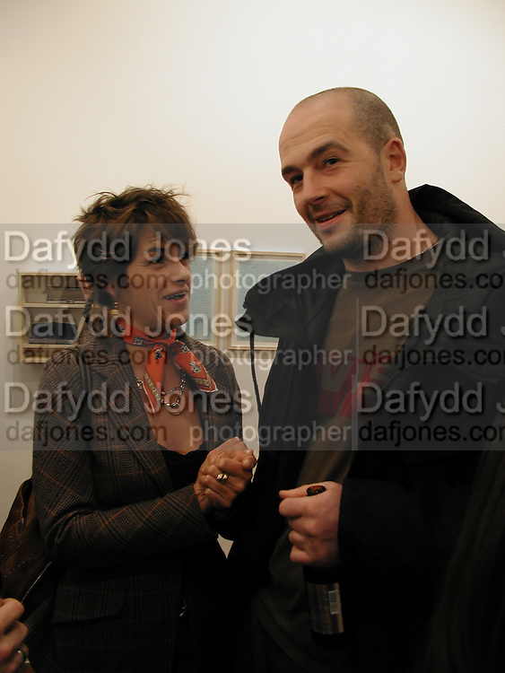Tracey Emin and Jake chapman, Memphis, new work by Tracey Emin, Counter Gallery and afterwards at a Georgian house in Fournier St. Spitafields, 19 November 2003.  © Copyright Photograph by Dafydd Jones 66 Stockwell Park Rd. London SW9 0DA Tel 020 7733 0108 www.dafjones.com