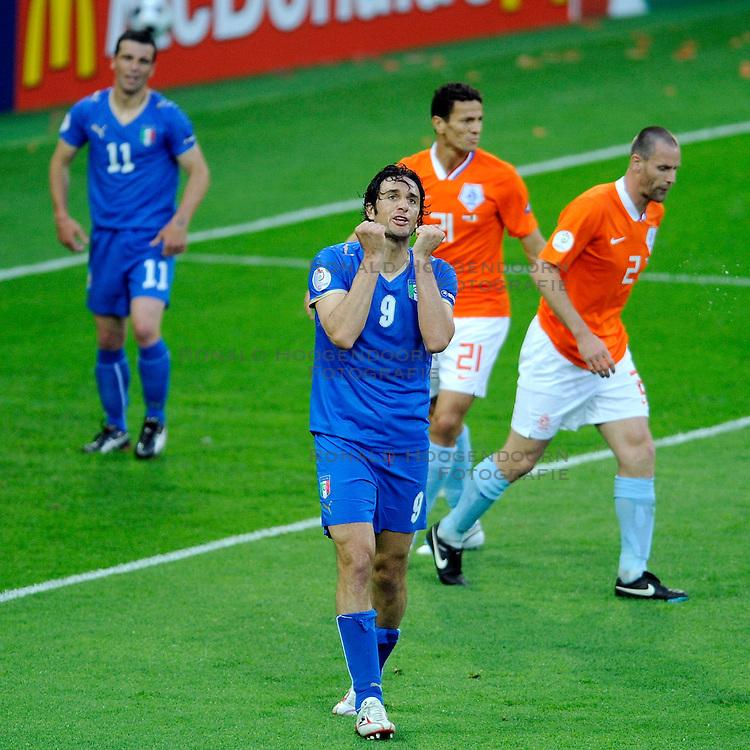 09-06-2008 VOETBAL: EURO 2008 NEDERLAND - ITALIE: BERN<br /> Nederland wint met een overtuigende 3-0 van Wereldkampioen Italie / Luca Toni <br /> &copy;2008-WWW.FOTOHOOGENDOORN.NL
