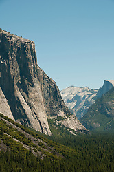 Yosemite Valley from Tunnel Viewpoint, Yosemite National Park, California, USA.  Photo copyright Lee Foster.  Photo # california121270