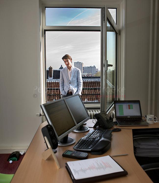 De 23 jarige directeur Bart Wesselink op het balkon van zijn kantoor.. .Development Directeur.Accepte.. .foto: Pepijn van den Broeke