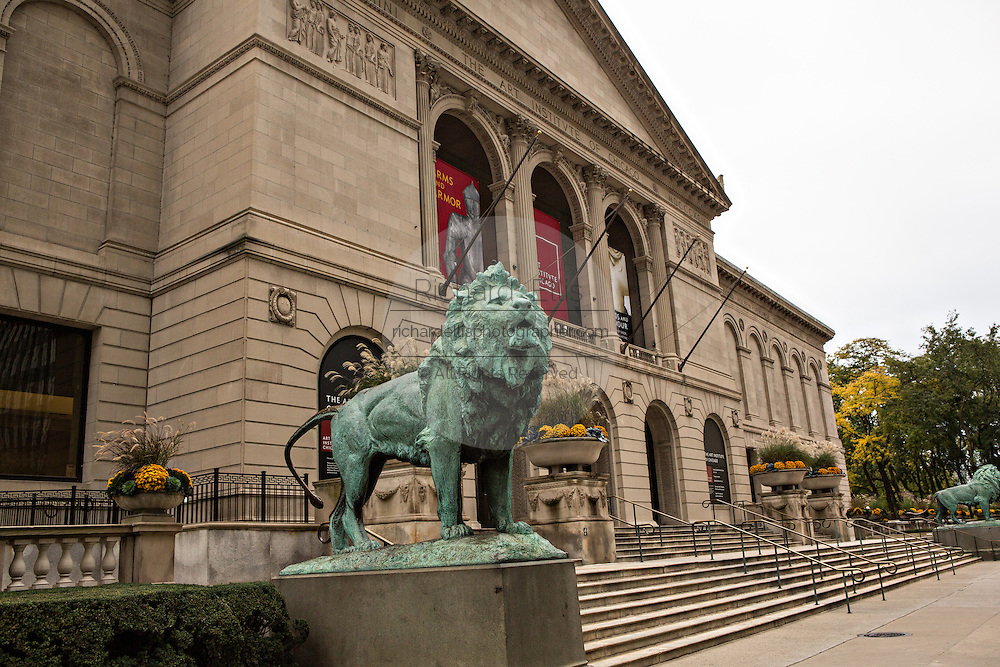 Bronze lions at entry to the Art Institute in Chicago USA