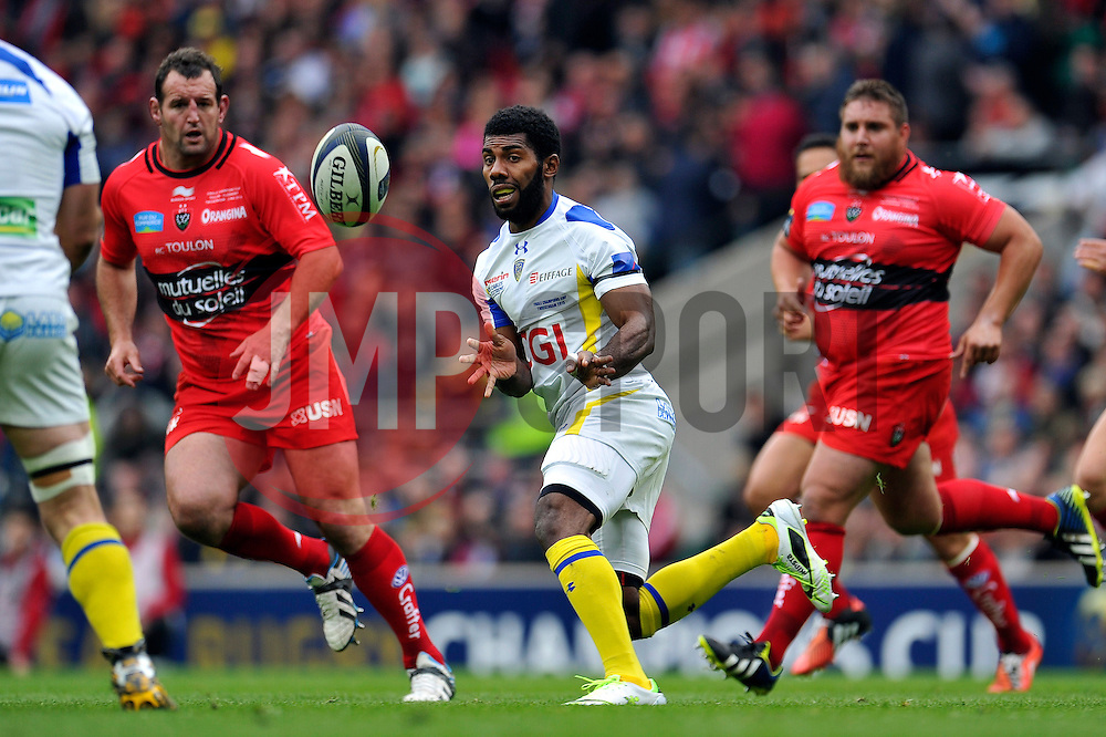 Naipolioni Nalaga of Clermont Auvergne passes the ball - Photo mandatory by-line: Patrick Khachfe/JMP - Mobile: 07966 386802 02/05/2015 - SPORT - RUGBY UNION - London - Twickenham Stadium - ASM Clermont Auvergne v RC Toulon - European Rugby Champions Cup Final