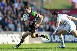 Nick Evans (Harlequins) goes on the attack - Photo mandatory by-line: Patrick Khachfe/JMP - Tel: Mobile: 07966 386802 29/03/2014 - SPORT - RUGBY UNION - The Twickenham Stoop, London - Harlequins v London Irish - Aviva Premiership.