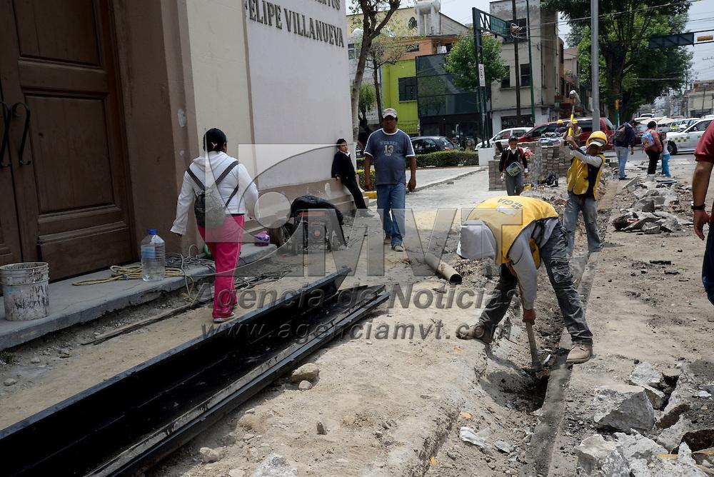 Toluca, México.- Trabajos de cableado subterráneo en la calle de Andrés Quintana Roo. Agencia MVT / Crisanta Espinosa