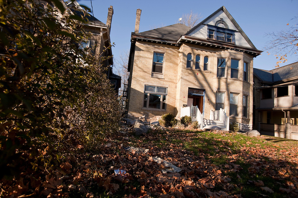 London, Ontario ---10-11-12--- The Delta Upsilon fraternity house in downtown London, Ontario, seen here November 12, 2010 is undergoing extensive renovation.<br /> GEOFF ROBINS The Globe and Mail
