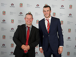 CARDIFF, WALES - Monday, October 5, 2015: Wales' Gareth Bale with photographer Ian Cook during the FAW Awards Dinner at Cardiff City Hall. (Pic by David Rawcliffe/Propaganda)