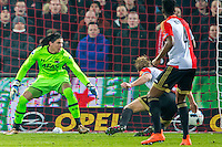 ROTTERDAM - 03-03-2016, Feyenoord - AZ, stadion de Kuip, Feyenoord speler Dirk Kuyt (2vr) scoort hier de 1-0, doelpunt, AZ keeper Sergio Rochet.