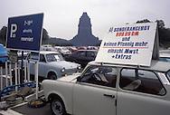 GDR, German Democratic Republic, Leipzig, car park at the Battle of the Nations Monument, sale of a Trabant car.....DDR, Deutsche Demokratische Republik, Leipzig, Parkplatz am Voelkerschlachtdenkmal, Verkauf eines Trabis.......