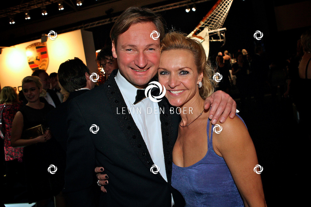 AMSTERDAM - In de Rai Amsterdam is de Miljonair Fair 2011 gehouden.  Met op de foto Mariska van Kolck en haar vriend Edgar Peer. FOTO LEVIN DEN BOER - PERSFOTO.NU