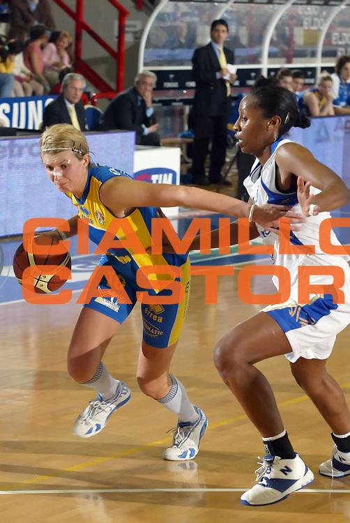 DESCRIZIONE : Napoli Lega A1 Femminile 2006-07 Phard Napoli Lavezzini Parma <br /> GIOCATORE : Podrug<br /> SQUADRA : Lavezzini Parma <br /> EVENTO : Campionato Lega A1 Femminile 2006-2007 <br /> GARA : Phard Napoli Lavezzini Parma <br /> DATA : 13/01/2007 <br /> CATEGORIA : Penetrazione<br /> SPORT : Pallacanestro <br /> AUTORE : Agenzia Ciamillo-Castoria/A.De Lise