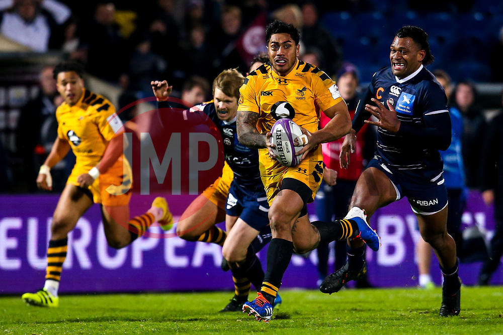 Malakai Fekitoa of Wasps breaks through the Bordeaux-Begles defence to set up a try for Dan Robson of Wasps - Mandatory by-line: Robbie Stephenson/JMP - 16/11/2019 - RUGBY - Stade Jacques Chaban-Delmas - Bordeaux,  - Bordeaux-Begles v Wasps - European Rugby Challenge Cup