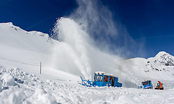 29.04.2015, Hochtor, Fusch an der Glocknstrasse, AUT, Schneeraeumung auf der Grossglockner Hochalpenstrasse, im Bild Wallack Rotations Schneefräsen beim Schneeräumen // snow ploughs during the yearly snow removal of the Grossglockner High Alpine Road at the Hochtor, Fusch, Austria on 2015/04/29. EXPA Pictures © 2015, PhotoCredit: EXPA/ JFK