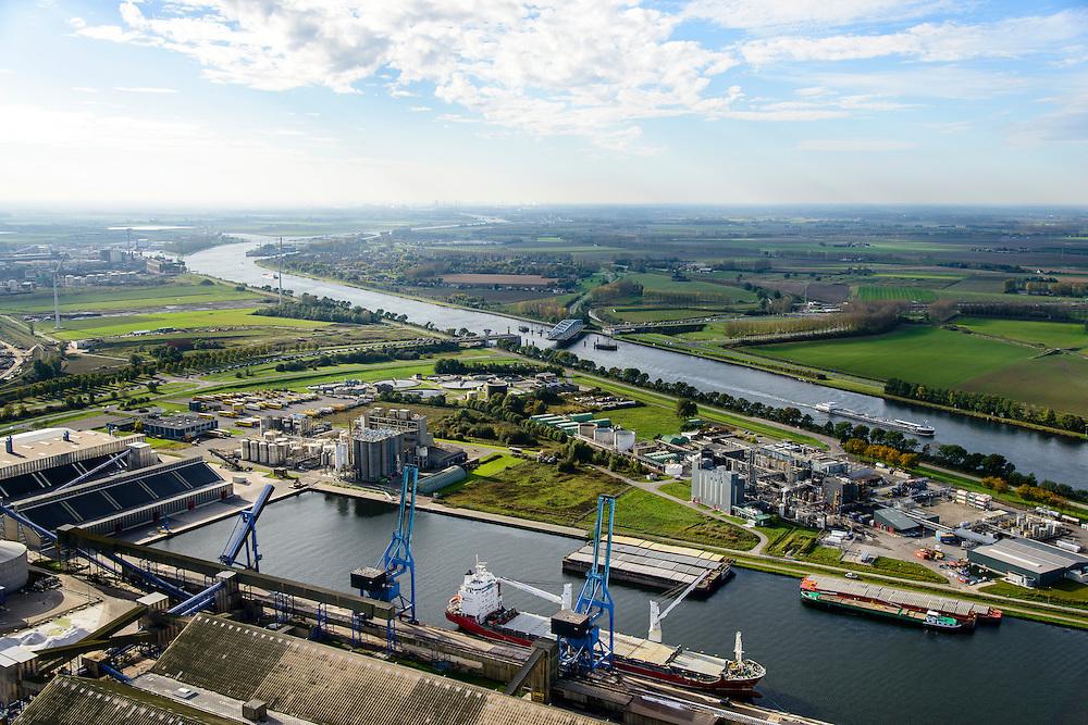 Nederland, Zeeland, Zeeuws-Vlaanderen, 19-10-2014;<br /> Haven van Terneuzen met kanaal Gent-Terneuzen.<br /> Port of Terneuzen with Ghent-Terneuzen canal.<br /> luchtfoto (toeslag op standard tarieven);<br /> aerial photo (additional fee required);<br /> copyright foto/photo Siebe Swart
