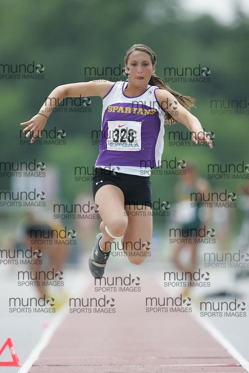 senior girls triple jump | Mundo Sport Images