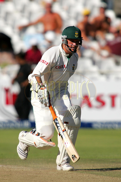 WESTERN CAPE, SOUTH AFRICA - 5th January 2007, during day 4 of the third test between South Africa and India held at Newlands Stadium, Cape Town...Photo by RG/Sportzpics.net..