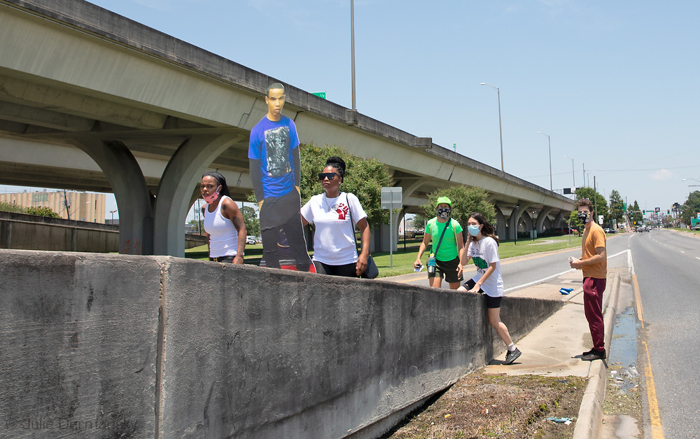 Shelita Joseph, sister of Chris Joseph killed by jefferson parish police decided to march up the off-ramp to the elevated West Bank Expressway during a protest in Harvey, LA on June 16. The protest was organized by the families of Modesto Reyes, Keeven Robinson, Darivi Robertson,Chris Joseph, Armond Jairon Brown Eric Harris and Leo Brooks - black men killed by the Jefferson Parish Police since 2018, 5 people were arrested. Family members are calling for accountability from the Jefferson Parish Sheriff's Office and for the officers to be required to wear body cameras.