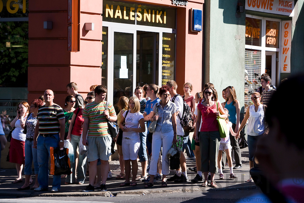 POZNAN - POLAND - 3 JUNE 2008 -- People waiting for red at a crossing at the shopping street. Photo: Erik Luntang/INSPIRIT Photo