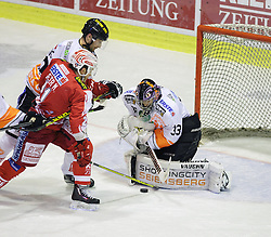01.11.2015, Stadthalle, Klagenfurt, AUT, EBEL, EC KAC vs EHC Liwest Black Wings Linz, 19. Runde, im Bild Manuel Geier (EC KAC, #21), Thomas Höneckl (Moser Medical Graz 99ers, #33) // during the Erste Bank Eishockey League 19th round match match betweeen EC KAC and EHC Liwest Black Wings Linz at the City Hall in Klagenfurt, Austria on 2015/11/01. EXPA Pictures © 2015, PhotoCredit: EXPA/ Gert Steinthaler// during the Erste Bank Eishockey League 19th round match match betweeen EC KAC and EHC Liwest Black Wings Linz at the City Hall in Klagenfurt, Austria on 2015/11/01. EXPA Pictures © 2015, PhotoCredit: EXPA/ Gert Steinthaler