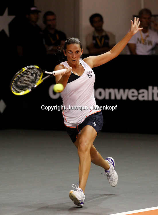 Commonwealth Bank Tournament of Champions  2011, WTA Tour, Damen Hallen Tennis Turnier in Bali ,Indonesien,.Roberta Vinci (ITA),Aktion,Einzelbild,Hochformat,Ganzkoerper,