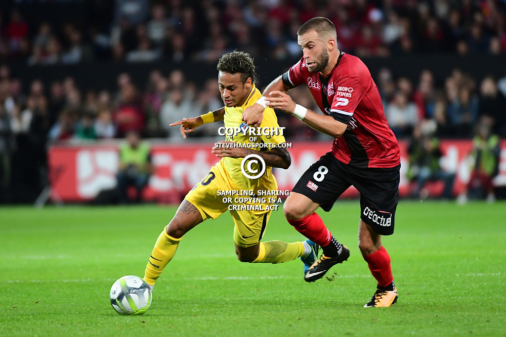 (L-R) Neymar JR of PSG and Lucas Deaux of Guingamp during the Ligue 1 match between EA Guingamp and Paris Saint Germain at Stade du Roudourou on August 13, 2017 in Guingamp, . (Photo by Dave Winter/Icon Sport)