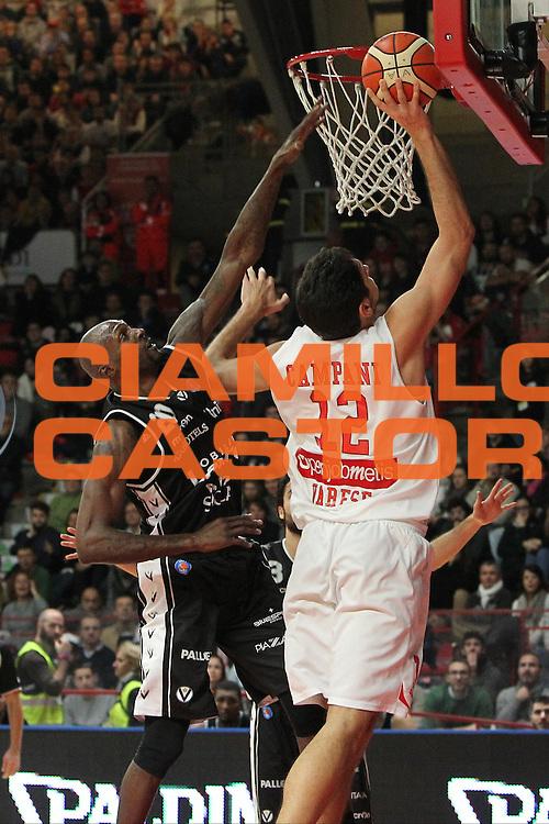 DESCRIZIONE: Varese Lega A 2015/16 <br /> Openjobmetis Varese vs Obiettivo Lavoro Bologna<br /> GIOCATORE: Luca Campani<br /> CATEGORIA: tiro<br /> SQUADRA: Openjobmetis Varese<br /> EVENTO: Campionato Lega A 2015-2016<br /> GARA: Openjobmetis Varese Obiettivo Lavoro Bologna<br /> DATA: 22/11/2015<br /> SPORT: Pallacanestro<br /> AUTORE: Agenzia Ciamillo-Castoria/A. Ossola<br /> Galleria: Lega Basket A 2015-2016<br /> Fotonotizia: Varese Lega A 2015-16 <br /> Openjobmetis Varese Obiettivo Lavoro Bologna