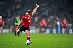 George Ford of England kicks for the posts - Photo mandatory by-line: Patrick Khachfe/JMP - Mobile: 07966 386802 22/11/2014 - SPORT - RUGBY UNION - London - Twickenham Stadium - England v Samoa - QBE Internationals