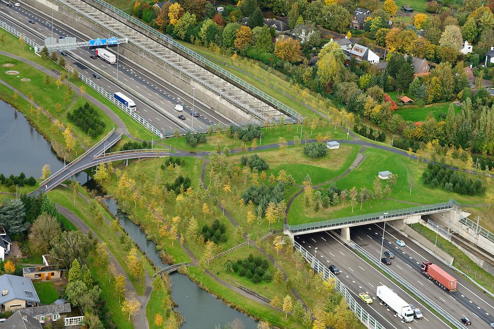 Nederland, Noord-Brabant, Gemeente Breda, 23-10-2013; Infrabundel, combinatie van autosnelweg A16 gebundeld met de spoorlijn van de HSL (re). Stadsduct Overbos in de voorgrond. De bundel loopt in tunnelbakken, lokale wegen gaan over deze infrabundel heen, door middel van de zogenaamde stadsducten, gedeeltelijk ingericht als stadspark. Combination of motorway A16 and the HST railroad, crossed by local roads by means of *urban ducts*, partly designed as public parks.<br /> luchtfoto (toeslag op standard tarieven);<br /> aerial photo (additional fee required);<br /> copyright foto/photo Siebe Swart