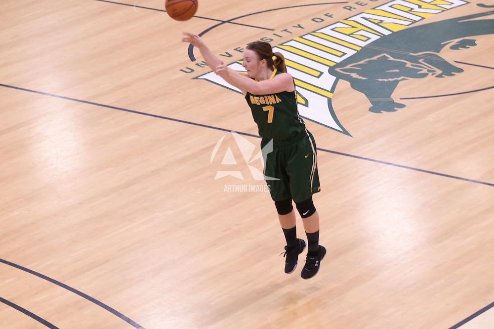 4th year guard Sara Hubenig (7) of the Regina Cougars in action during the home game on November  5 at Centre for Kinesiology, Health and Sport. Credit: Arthur Ward/Arthur Images