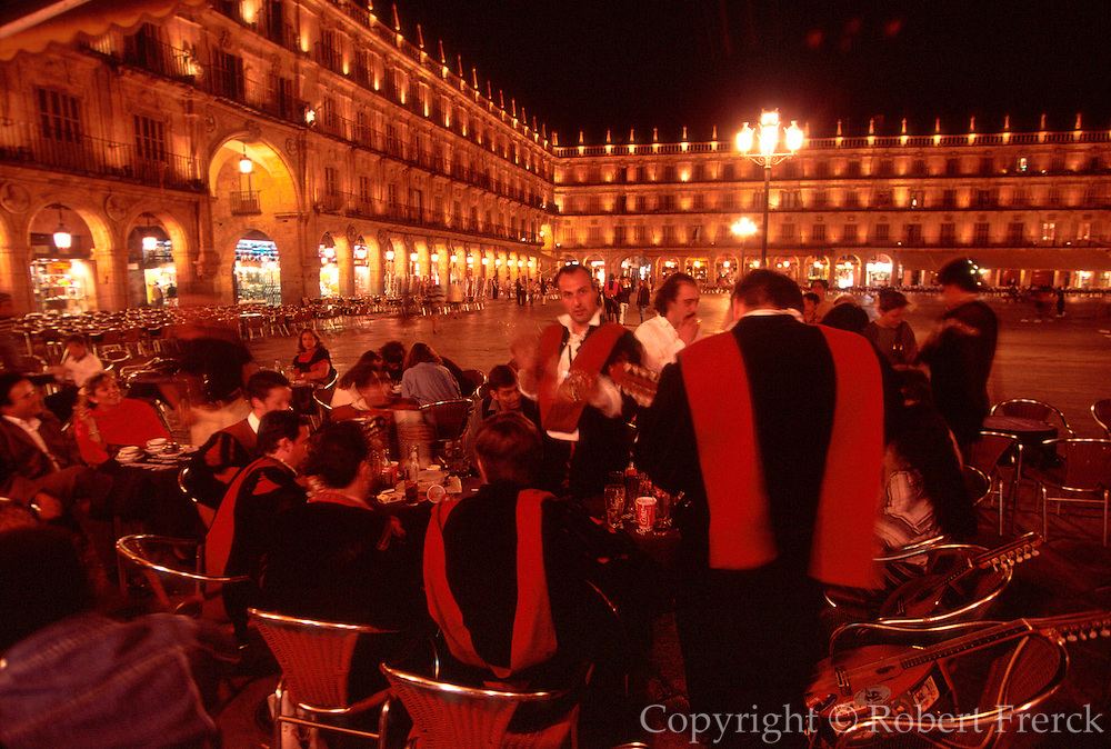 SPAIN, CASTILE, SALAMANCA Plaza Mayor; student musicians