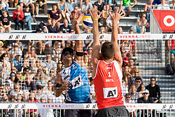 28.07.2017, Donauinsel, Wien, AUT, FIVB Beach Volleyball WM, Wien 2017, Herren, Gruppe J, im Bild v.l. Adrian Carambula (ITA), Michal Bryl (POL) // f.l. Adrian Carambula of Italy Michal Bryl of Poland during the men's group J match of 2017 FIVB Beach Volleyball World Championships at the Donauinsel in Wien, Austria on 2017/07/28. EXPA Pictures © 2017, PhotoCredit: EXPA/ Sebastian Pucher