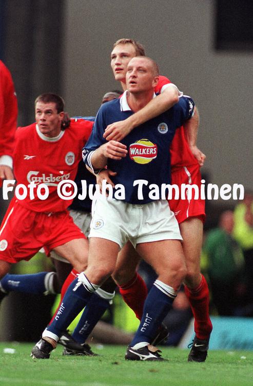 18.09.1999, Filbert Street, Leicester, England. FA Premiership, Leicester City FC v Liverpool FC. Sami Hyypi? (LFC) v Matt Elliott (LCFC)..©JUHA TAMMINEN