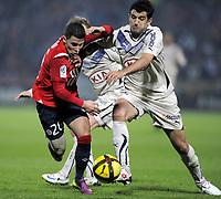 FOOTBALL - FRENCH CHAMPIONSHIP 2010/2011 - L1 - LILLE OSC v GIRONDINS BORDEAUX  - 16/04/2011 - PHOTO JEAN MARIE HERVIO / DPPI - EDEN HAZARD (LOSC) / FERNANDO (GDB)