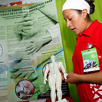 Toluca, México.- Dentro de la Feria Mexicana de Ciencia e Ingeniería se presentán más de 250 proyectos, en donde se han invertido 6 millones de pesos para que los jóvenes puedan echar a andar su proyecto o seguir desarrollándolo.  Agencia MVT / Crisanta Espinosa