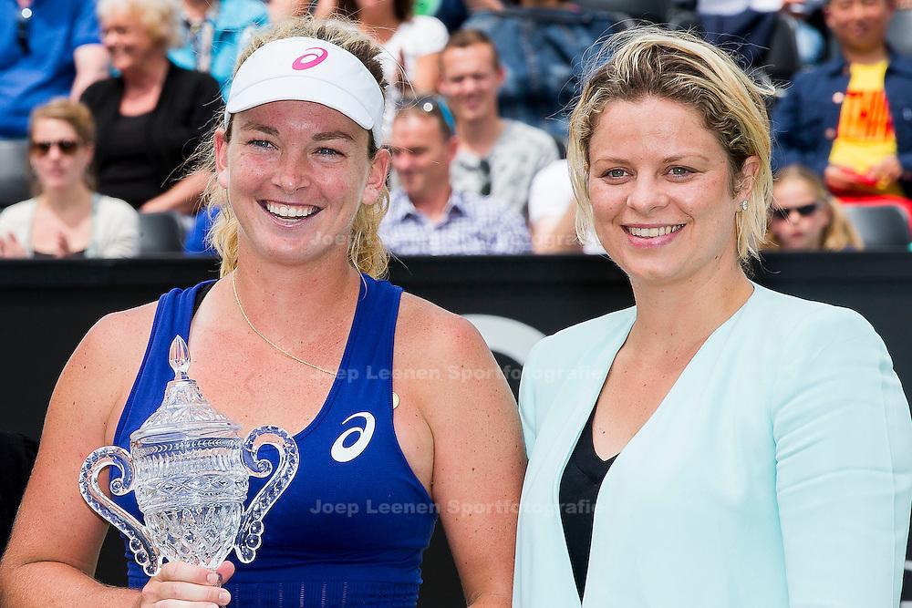 ROSMALEN, tennis Topshelf Open 2014, 21-06-2014, Autotron Rosmalen, dames finale, Coco Vandeweghe (USA) wint de dames finale, de beker wordt uitgereikt door Kim Clijsters.