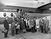 "17/05/1959<br /> 05/17/1959<br /> 17 May 1959<br /> Cast of the play  ""San Siobhan"" a translation of Bernard Shaw's ""St. Joan"" with Siobhan McKenna; Michael MacLiamoir and Hilton Edwards boarding a plane for Paris at Dublin Airport."