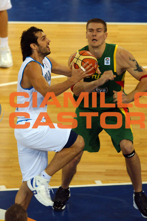 DESCRIZIONE : Madrid Spagna Spain Eurobasket Men 2007 Qualifying Round Italia Lituania Italy Lithuania<br /> GIOCATORE : Gianluca Basile <br /> SQUADRA : Italia Italy<br /> EVENTO : Eurobasket Men 2007 Campionati Europei Uomini 2007<br /> GARA : Italia Italy Lituania Lithuania<br /> DATA : 08/09/2007<br /> CATEGORIA : Penetrazione<br /> SPORT : Pallacanestro<br /> AUTORE : Ciamillo&amp;Castoria/N.Parausic