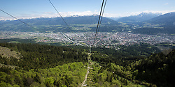 THEMENBILD - durch die Region in und um Innsbruck führen zahlreiche Wanderwege und -routen für alle Zielgruppen. Vom Familienwanderweg bis zu hochalpinen Touren ist für alle Naturbegeisterten etwas dabei. Im Bild Blick auf Innsbruck von der Seegrubenbahn // The region in and around Innsbruck lead numerous hiking trails and routes for all target groups. From the family hiking trail to high alpine tours, there is something for all nature enthusiasts. Innsbruck, Austria on2017/05/21. EXPA Pictures © 2017, PhotoCredit: EXPA/ Jakob Gruber