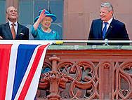 25-6-2015 FRANKFURT  - Britain's Queen Elizabeth II and her husband Prince Philip, The Duke of Edinburgh with German President Joachim Gauck (R) and partner of the German President Daniela Schadt (L) as they arrive at balcony .COPYRIGHT