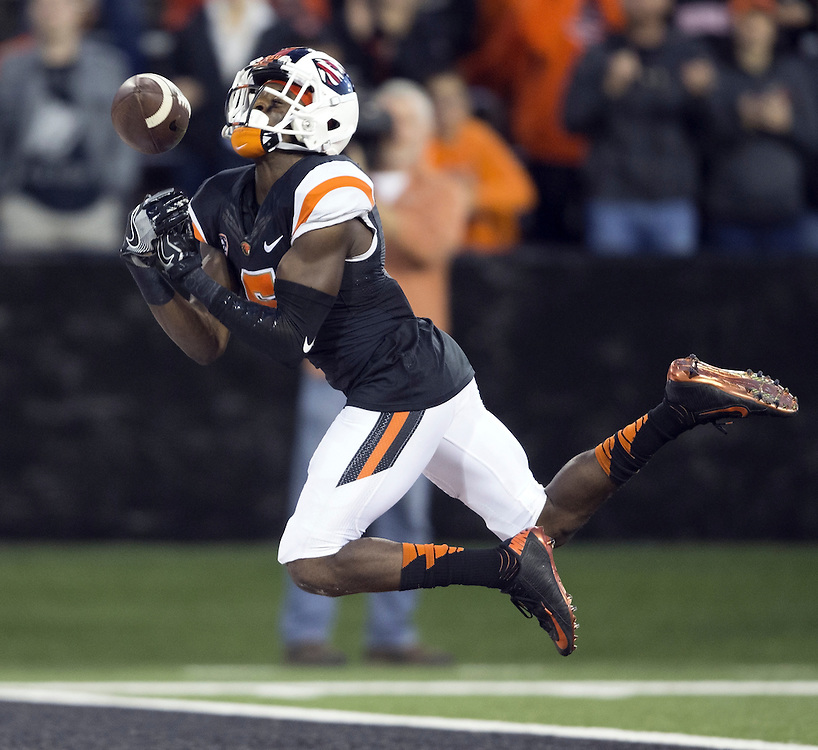 Oregon State's Victor Bolden can't hold onto a pass in the endzone during the Beavers' 26-7 victory over Weber State in the 2015 season opener in Reser Stadium, in Corvallis, on Friday, Sept. 4, 2015.